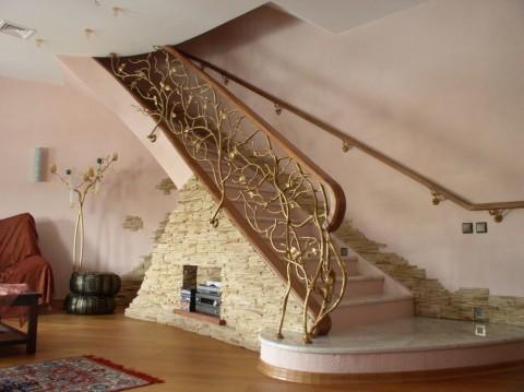 Искусственная лестница из камня